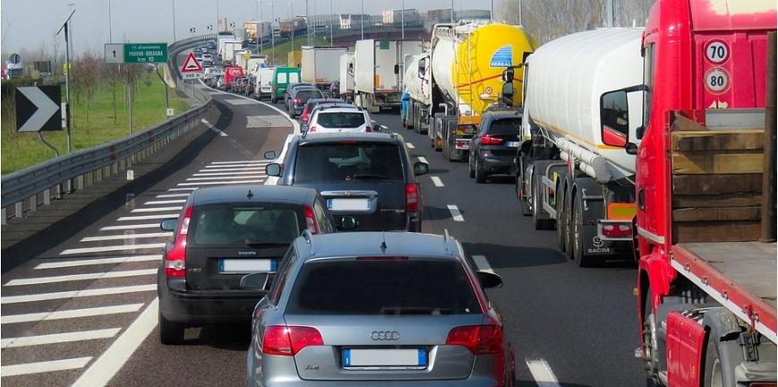 W Polsce brakuje kilkudziesięciu tysięcy kierowców [WYWIAD]