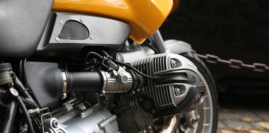 Olej w motocyklu pełni o wiele ważniejszą funkcję niż w samochodzie