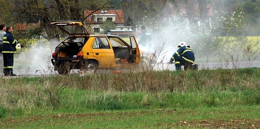Butla LPG w czasie pożaru auta. Jest bezpiecznie