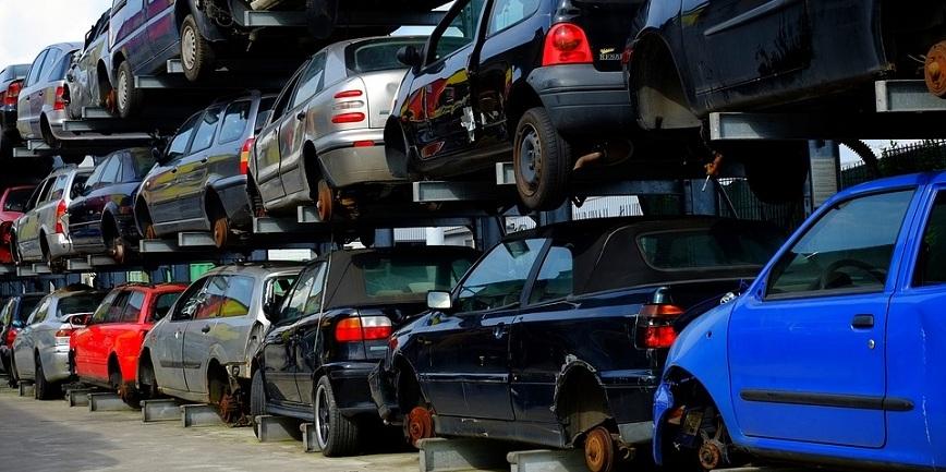 Nielegalny demontaż pojazdów. Tysiąc miejsc w kraju. Kary do 300 tysięcy