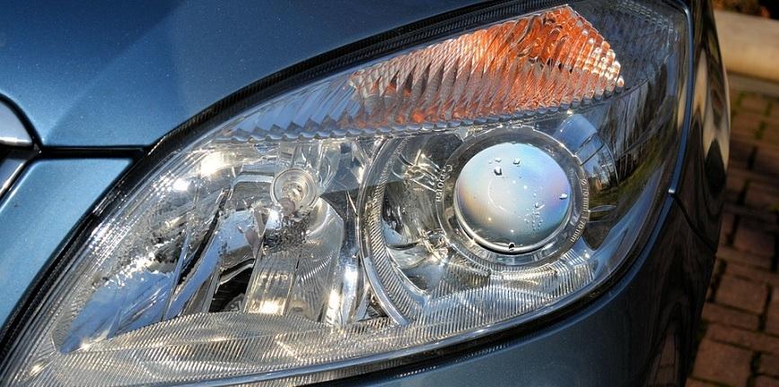 Czym i jak polerować zmatowiałe reflektory? [PORADNIK]