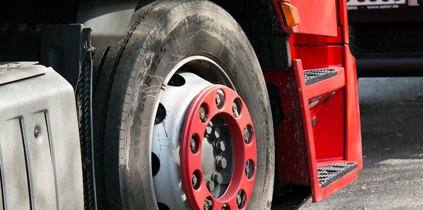 Wpływ opon ciężarowych na bezpieczeństwo i biznes