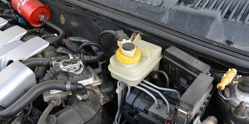 Dane szokują. 70% pojazdów ma wyeksploatowany płyn hamulcowy