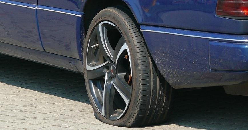 Nokian Tyres radzi jak uniknąć przebicia opony