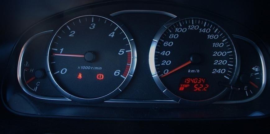 Rząd przyjął ustawę o karach za cofanie liczników w autach