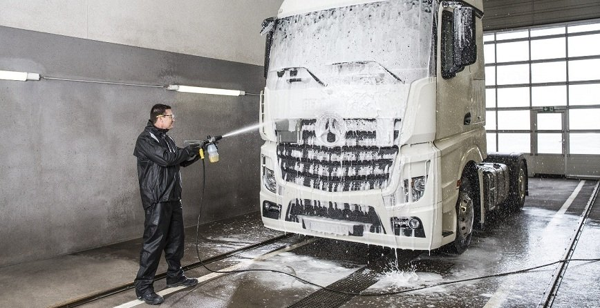 Utrzymanie czystości w warsztacie samochodowym. Przydatne urządzenia
