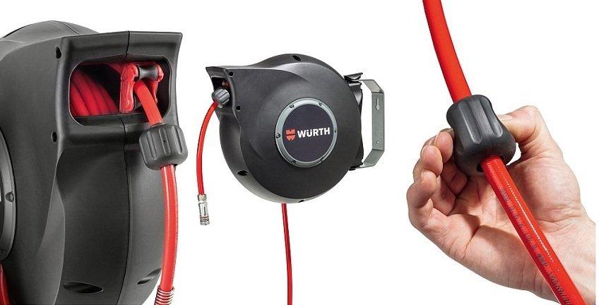 Przewód, dzięki specjalnemu mechanizmowi równomiernie zwija się od lewej do prawej, nie powodując nawijania się w jednym miejscu.