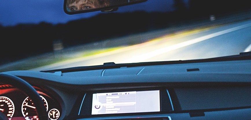 Równomierność oświetlenia na drodze. Jak o nią zadbać?