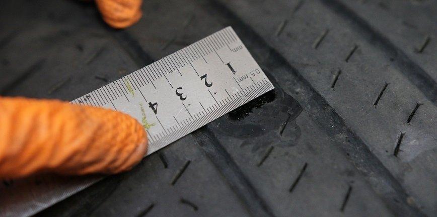 Od rozmiaru uszkodzenia i jego umiejscowienia zależy metoda, którą można zastosować. Dlatego naprawę zaczynamy od zlokalizowania i pomiaru uszkodzenia.