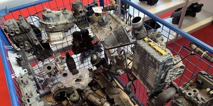 Używane, regenerowane, nowe. Skąd pochodzą części do naszych samochodów?