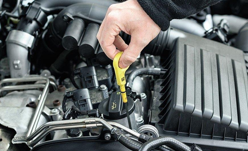 Możliwe przyczyny spadku poziomu oleju silnikowego