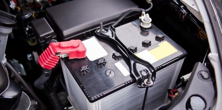 Niesprawne akumulatory to prawie 40 proc. awarii samochodów