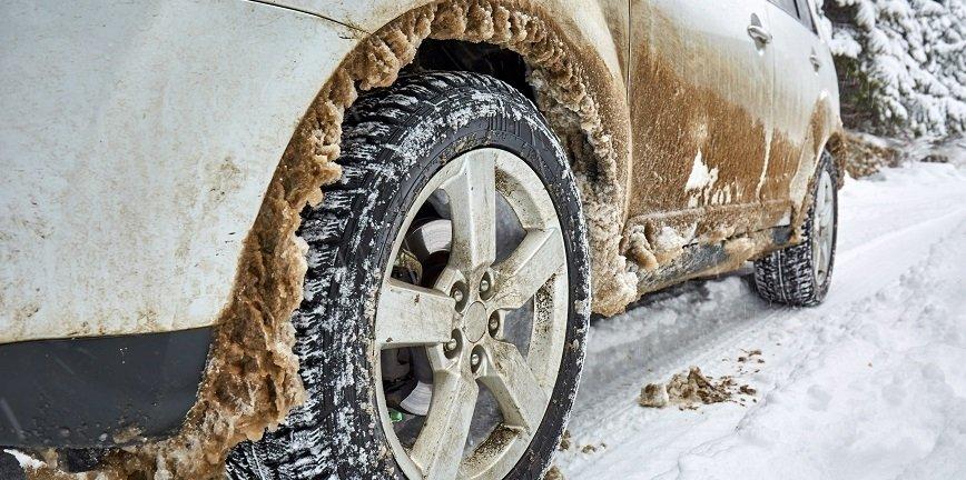 Mróz amortyzatorom nie zaszkodzi. Śnieg w nadkolach - już tak