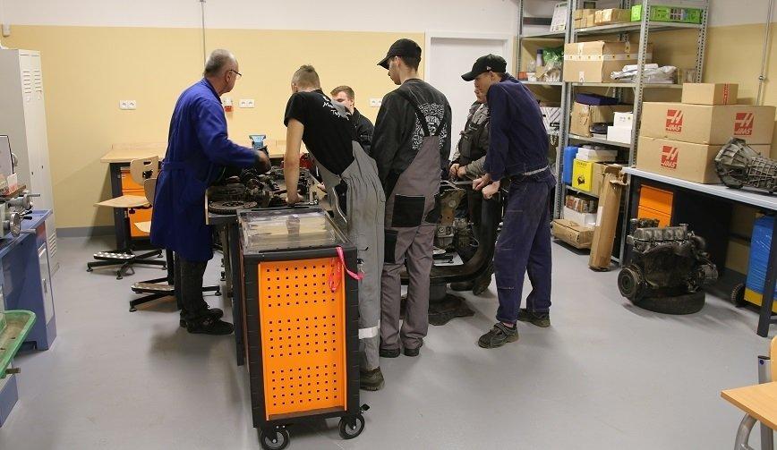 Mechanicy potrzebni! Ministerstwo Edukacji publikuje listę poszukiwanych pracowników