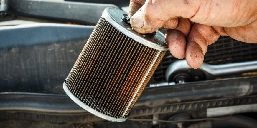 Zapchany filtr oleju i paliwa – przyczyny i potencjalne skutki dla silnika