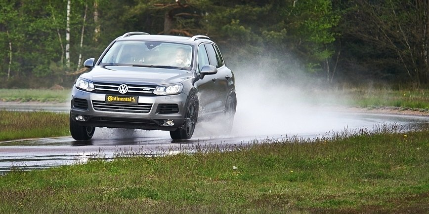 Opony do samochodów typu SUV mają często oznaczenie XL, ponieważ zakres obciążeń dla takich opon opracowano z myślą o zapewnieniu większej nośności niż w przypadku standardowych opon do aut osobowych.