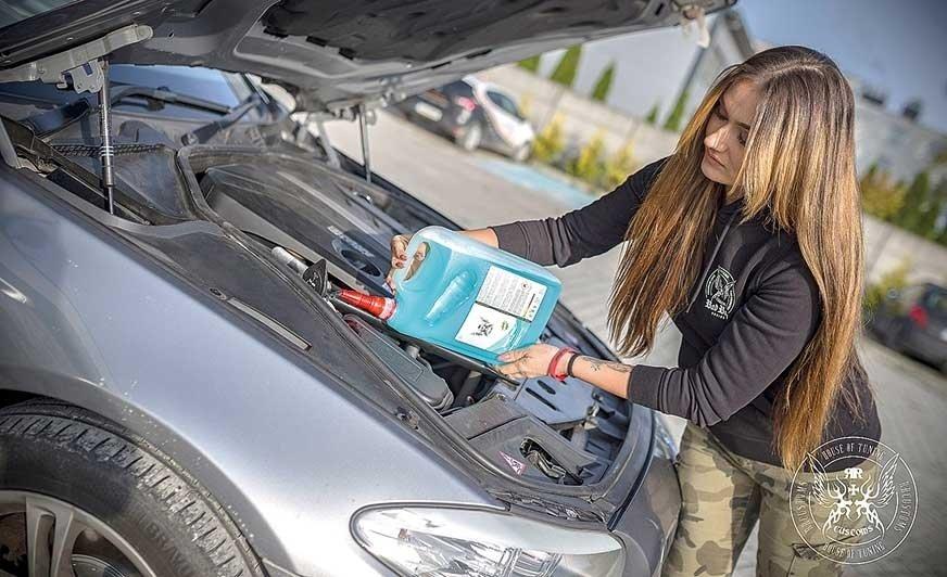 Przygotowanie pojazdu do zimy – odpowiednia chemia zrobi swoje