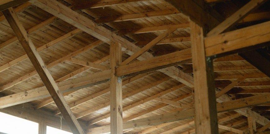 Czy w warsztacie sprawdzi się drewno klejone?