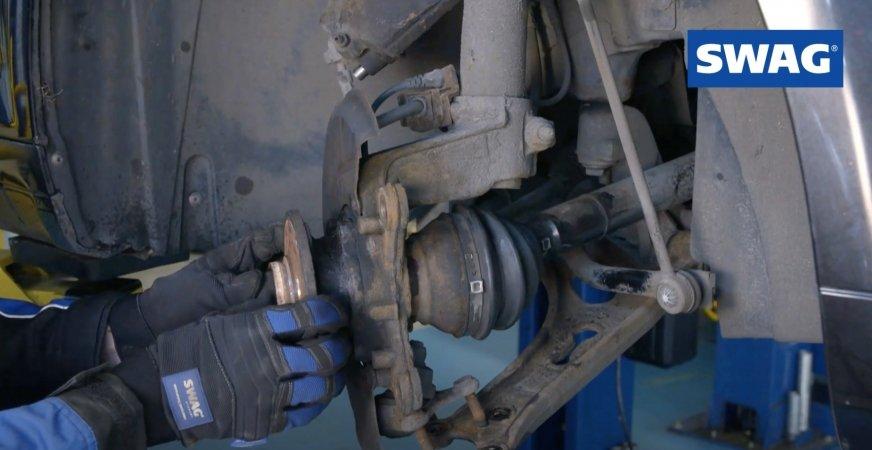 Kontrola i wymiana przedniego łożyska koła w Audi A3 [FILM]