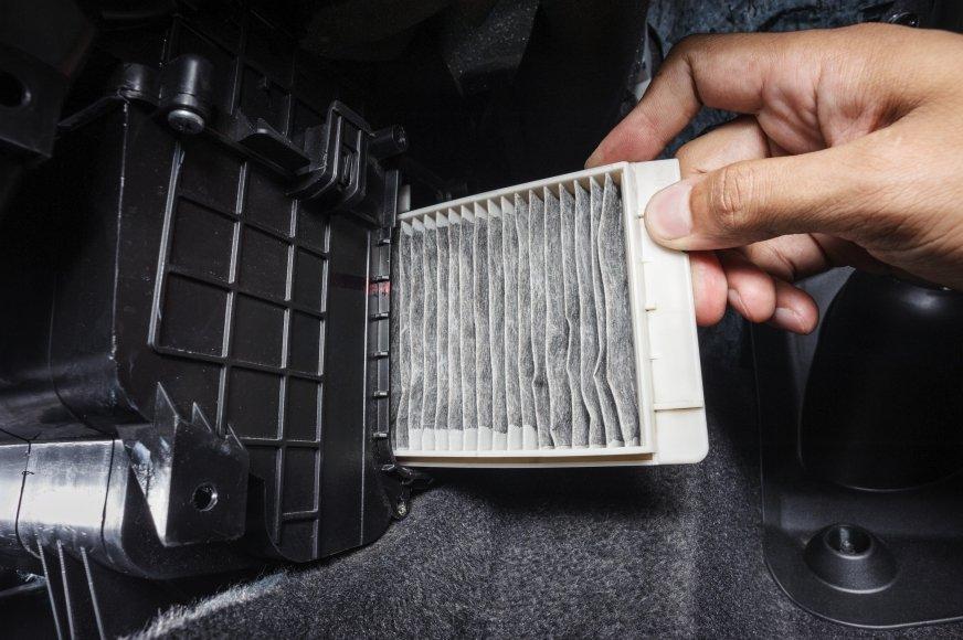 Więcej szkód niż pożytku, czyli kiedy kierowca samodzielnie wymienia filtr kabinowy