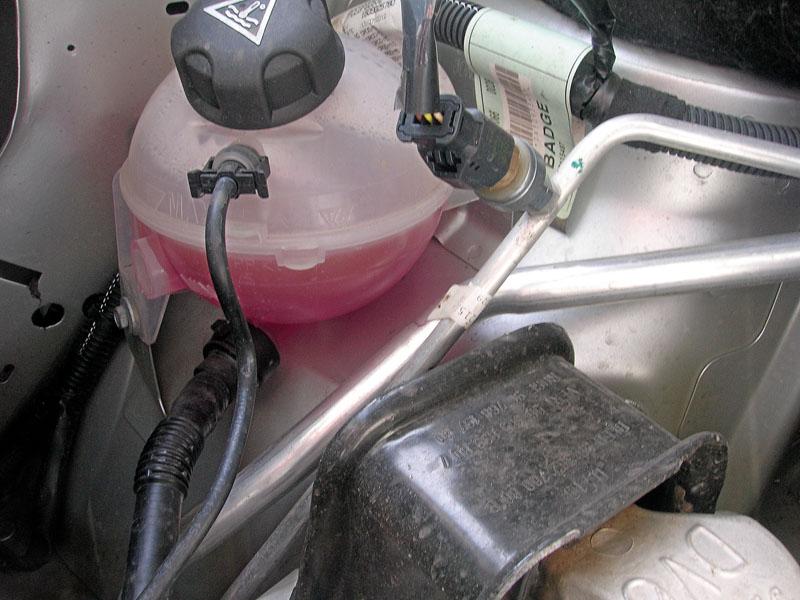 Czujnik ciśnienia układu klimatyzacji.