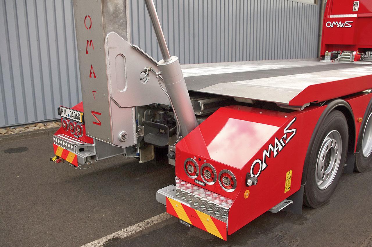 Specjalistyczna autolaweta Omars podejmuje auta osobowe, dostawcze, maszyny i ciężarowe. Automatyka platformy wprost zaskakiwała